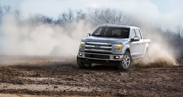 AS4376615F150_Lariat_34DrvrSideDustKickUp_mj